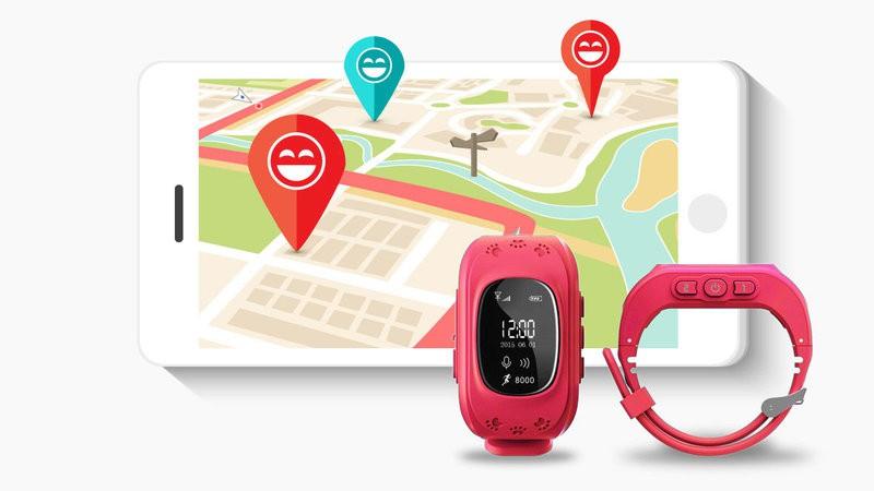 """ĐỒNG HỒ ĐỊNH VỊ TRẺ EM Q50  Đồng hồ định vị trẻ em Q50 là sản phẩm đồng hồ dành cho trẻ em hiện tại đang rất HOT trên thị trường bởi tính năng định vị được trên hệ thống GPS nhằm giúp cho mẹ quản lý con cái đi đâu , hoặc cha mẹ muốn liên lạc với con mình khi cần thiết . Thiết bị được thiết kế dành riêng cho con bạn với thiết kế nhỏ nhắn xinh xắn , vừa tay con bạn , dễ sử dụng chỉ với 1 lần hướng dẫn và đặc biệt sản phẩm được thiết kế bởi 4 màu chủ đạo là : Xanh da trời , Xanh lá cây , Đen , và Hồng Đậm . Đồng hồ định vị trẻ em Q50 sử dụng công nghệ GPS nhằm giúp các bố mẹ luôn xác định được vị trí , hướng đi của con bạn theo từng thời điểm với công nghệ thời gian thực ở bất cứ nơi đâu dù cho bé đang ở nhà hay đang ở trường hay rồi vào chơi trong quán nét hay đang ở công viên hay là ở dưới tầng hầm sâu . Với các chế độ ghi lại hành trình lịch sử con bạn với tần suất 1 phút / 1 lần , dung lượng pin được tích hợp rất lâu hoạt động liên tục lên đến 5 ngày sử dụng liên tục . [caption id=""""attachment_426"""" align=""""aligncenter"""" width=""""800""""]  Đồng hồ định vị trẻ em Q50[/caption] GỌI ĐIỆN THOẠI 2 CHIỀU , KẾT HỢP CẢ DANH BẠ  Đồng hồ định vị trẻ em Q50 tích hợp tính năng nghe và gọi như các điện thoại thông thường khác . Cài đặt trong danh bạ của đồng hồ được 15 số điện thoại của người thân và những số này mới gọi và nhắn tin được cho bé còn các số điện thoại khác không có trong danh bạ thì sẽ không gọi và nhắn tin cho bé được , điều này nhằm tăng cường khả năng bảo vệ bé rất cao . Ngoài ra sản phẩm còn tích hợp thêm các chế độ im lặng nên trong giờ học con bạn sẽ không bị làm phiền . [caption id=""""attachment_427"""" align=""""aligncenter"""" width=""""800""""]  Đồng hồ định vị trẻ em Q50[/caption] HÀNG RÀO ĐỊNH VỊ ĐIỆN TỬ VÀ CẢNH BÁO THÁO TAY Hãy tạo trong đồng hồ tính năng hàng rào điện tử , tính năng này sẽ cảnh báo cho bé khi bé đi ra khỏi khu vực mà bố mẹ chúng khoanh vùng ( Tính năng này là một tính năng tuyệt vời cho một chiếc đồng hồ thông minh ) Không những thế khi trẻ tháo đồng hồ ra k"""