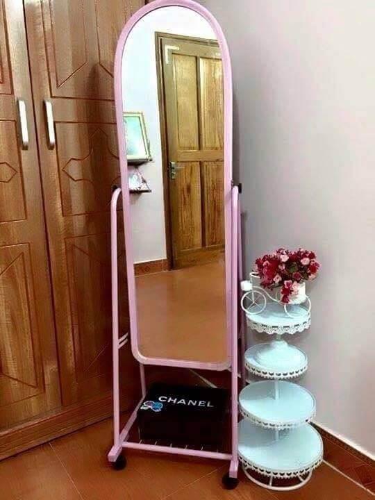 gương di động màu hồng