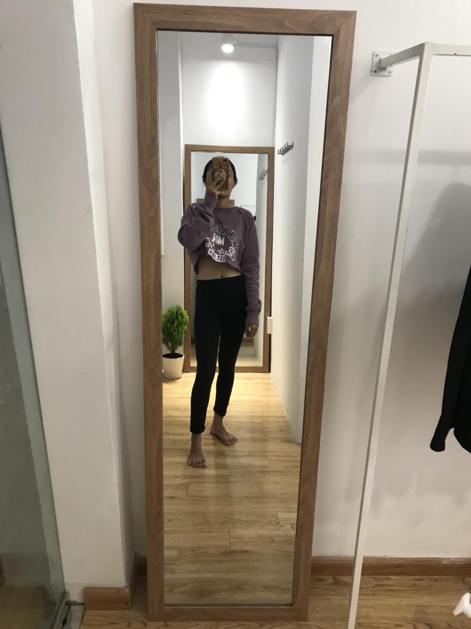 gương nhựa gỉa gỗ màu sẫm 70 x 1m7